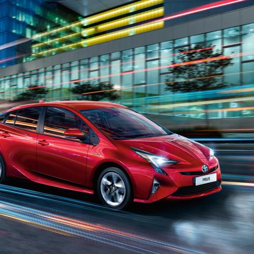 toyota-Prius-2015-exterior-tme-001-a-full_tcm-2016-590352